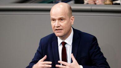 """Photo of """"Egos zurückstellen"""": Brinkhaus fordert Zusammenhalt zwischen Bund und Ländern"""