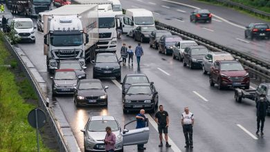 Photo of Autos bleiben auf überfluteter Autobahn im Ruhrgebiet stecken